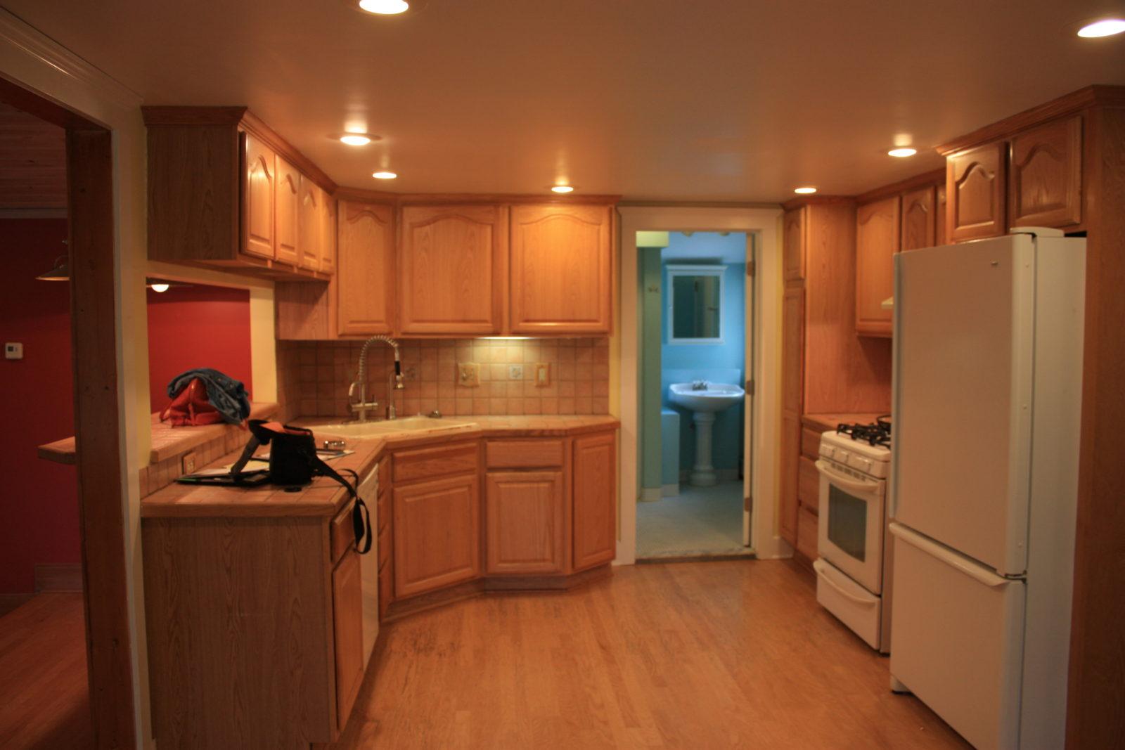 Winans Lake Kitchen Before